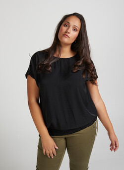 Bluse med perlekant